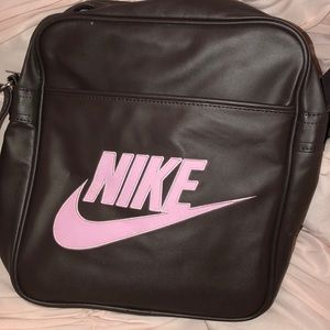 Nike Bags - Vintage Leather NIKE Workout bag